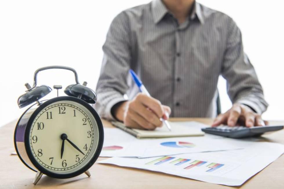Condenan a una empresa a pagar 144 horas extras que hizo un joven en un mes y medio